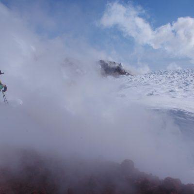 Au cœur des volcans actifs en ski de randonnée au Kamtchatka