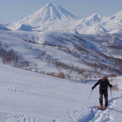 Ski de randonnée dans la vallée des volcans au Kamtchatka