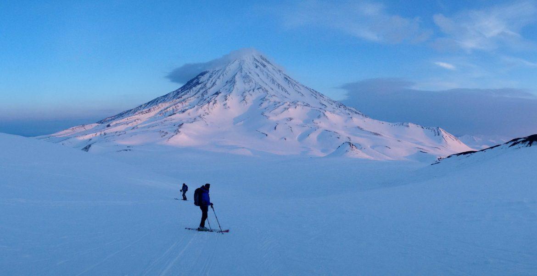 ski de randonnée sur les volcans actifs du kamtchatka l'avatcha